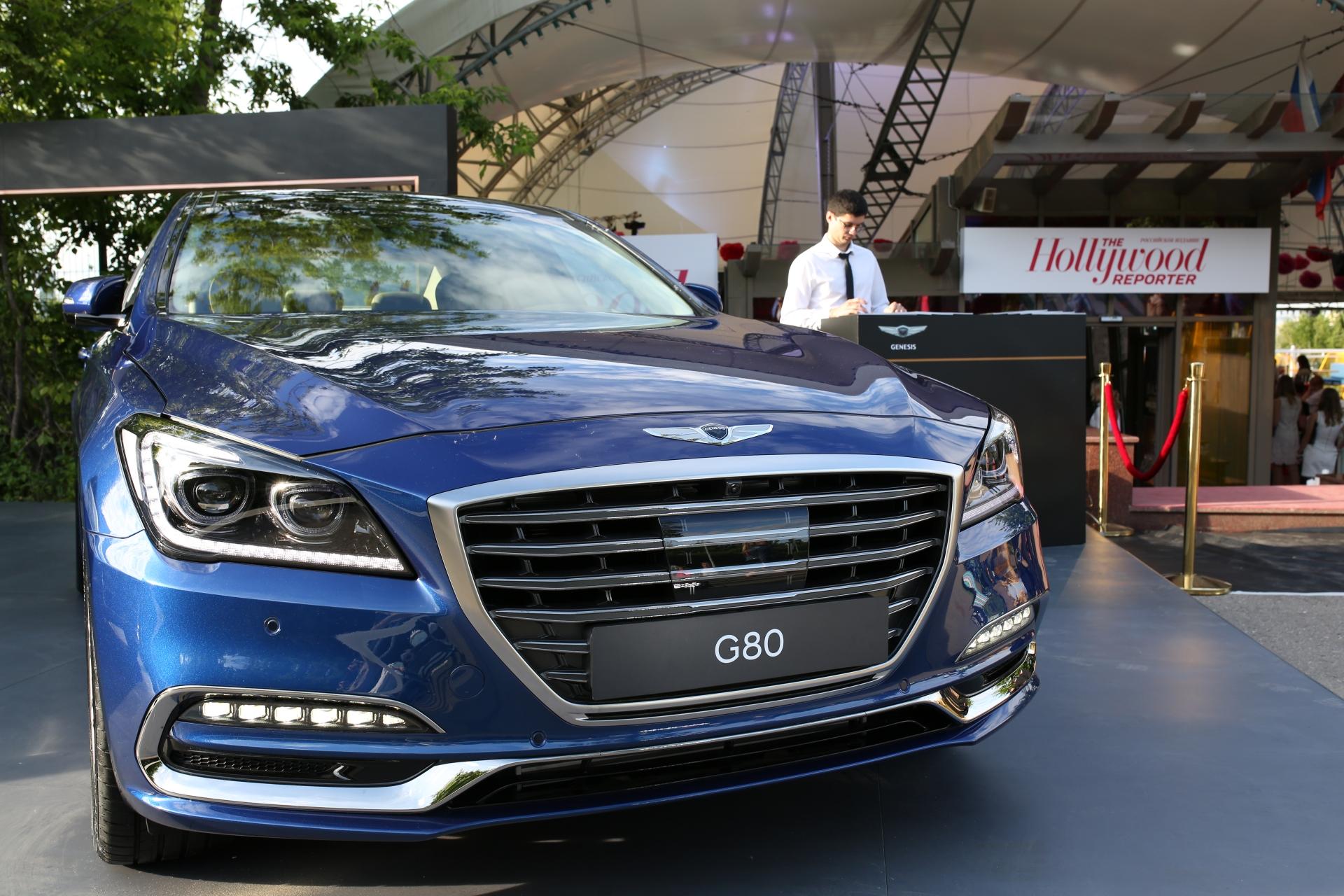 Фото бренд genesis выступил официальным автомобильным партнером вечеринки white party журнала the hollywood reporter